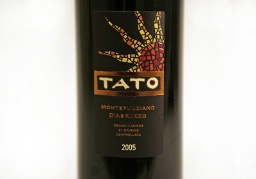 a photo of the tato wine label, 2005